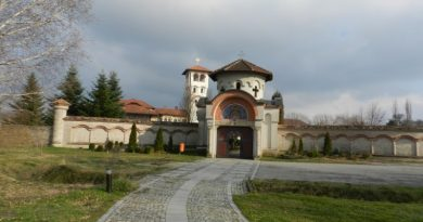 Ковильский монастырь: тамплиеры, аисты и  с какого берега смотреть «На край света».