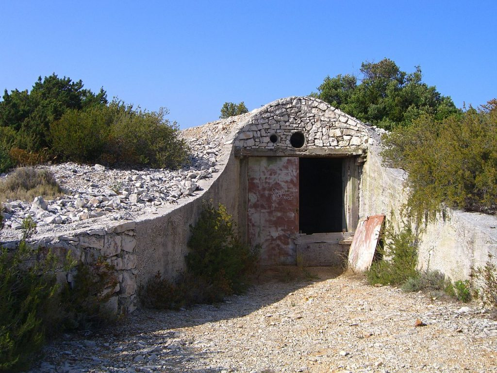 1280px Military facilities on island of Vis 08